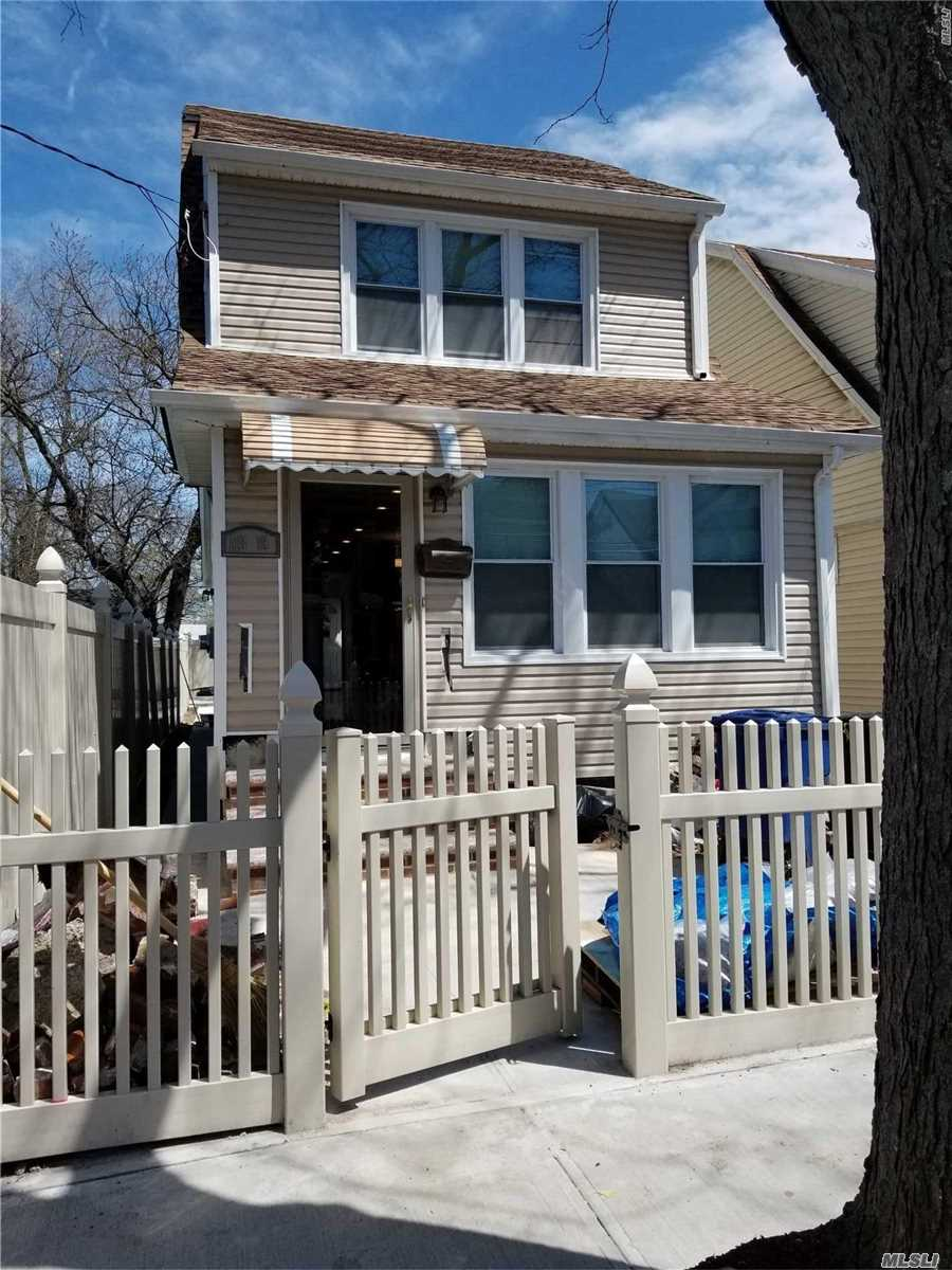 Photo of home for sale at 118-15 190th St, St. Albans NY
