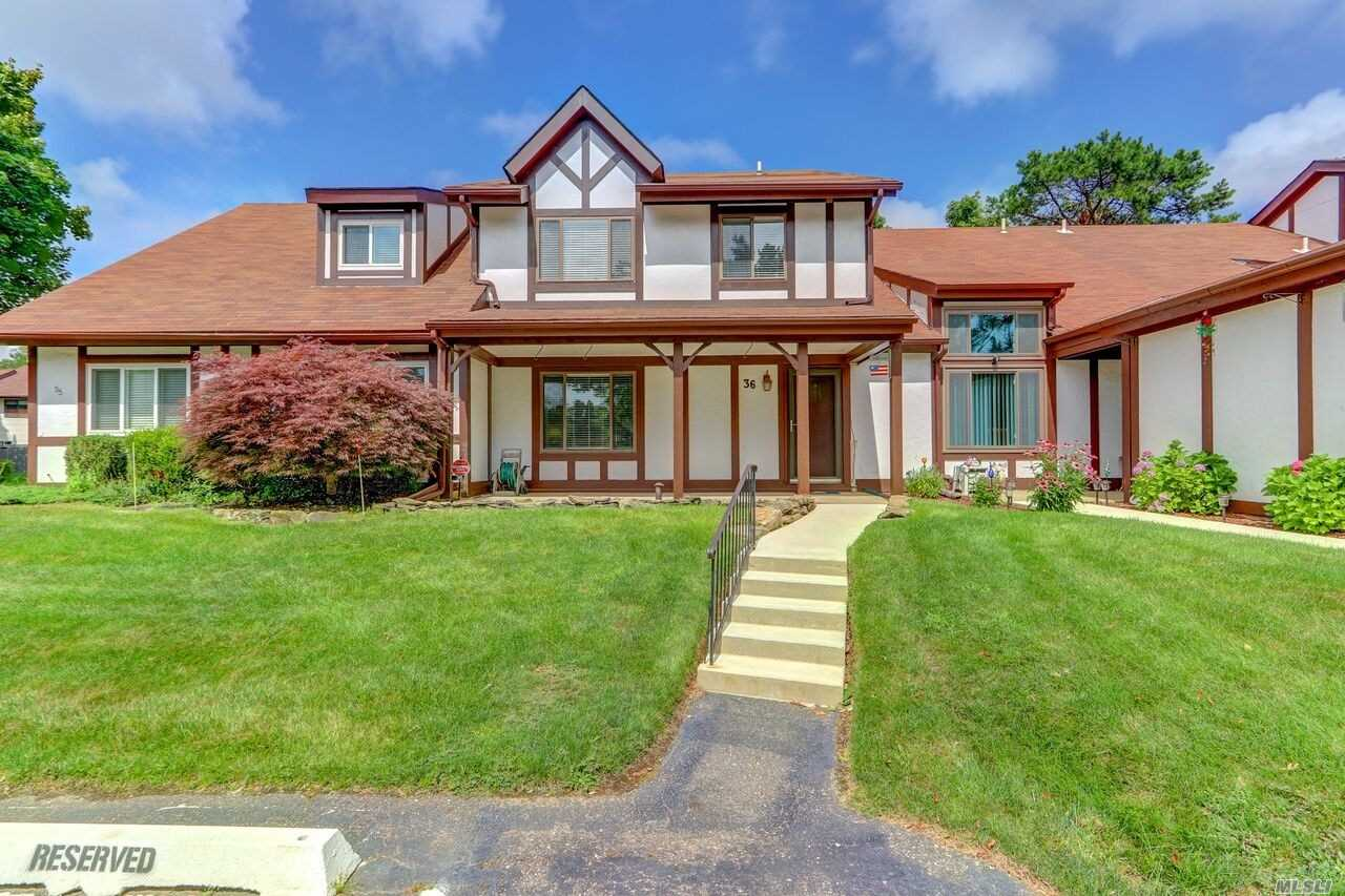 Property for sale at 36 Briar Hill Ct, Middle Island,  NY 11953