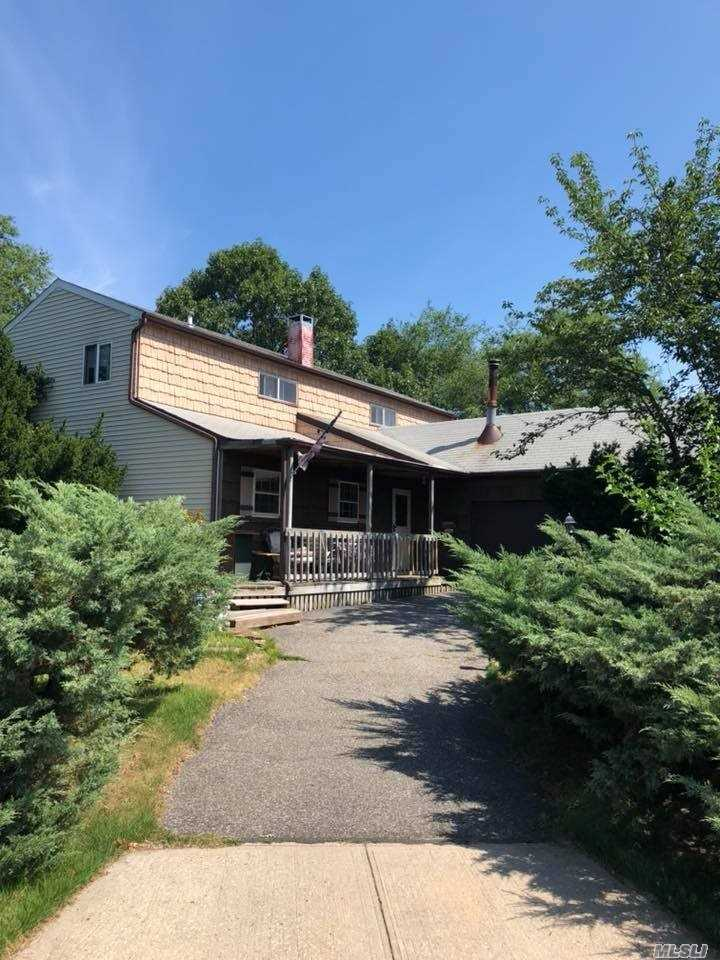 Photo of home for sale at 1 Alden Ln, Centereach NY