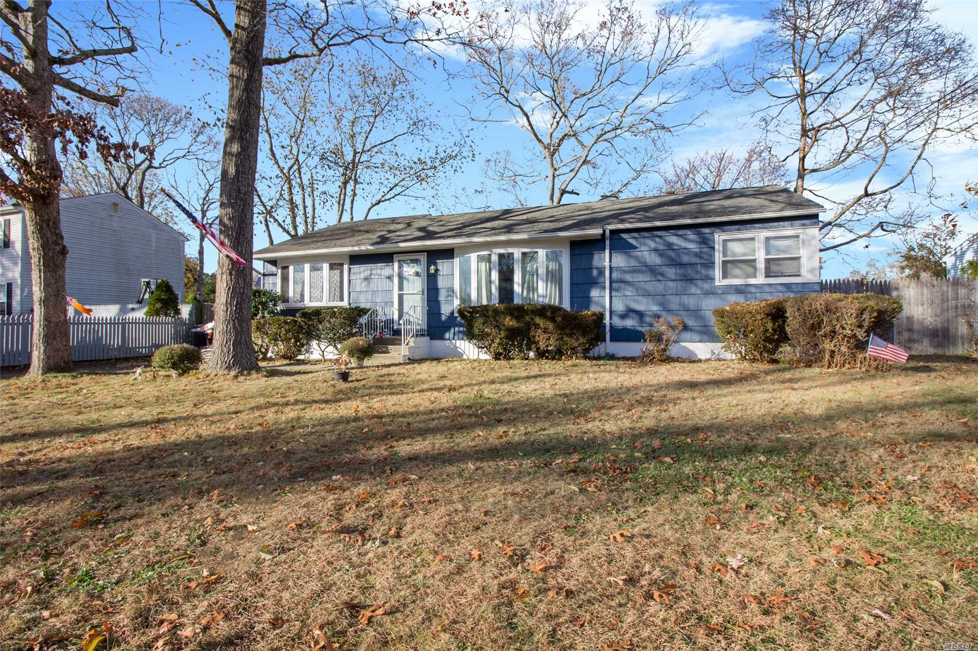 Photo of home for sale at 53 Lama Dr, Shirley NY