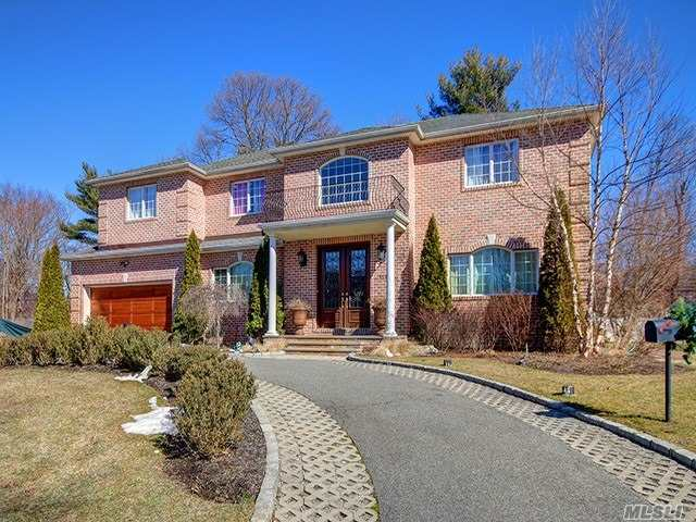 Photo of home for sale at 117 Parkway Dr, Roslyn Heights NY