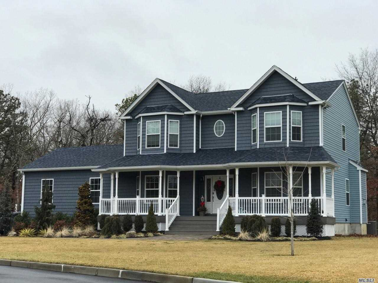 Photo of home for sale at 27 Woodbine Ave, Stony Brook NY