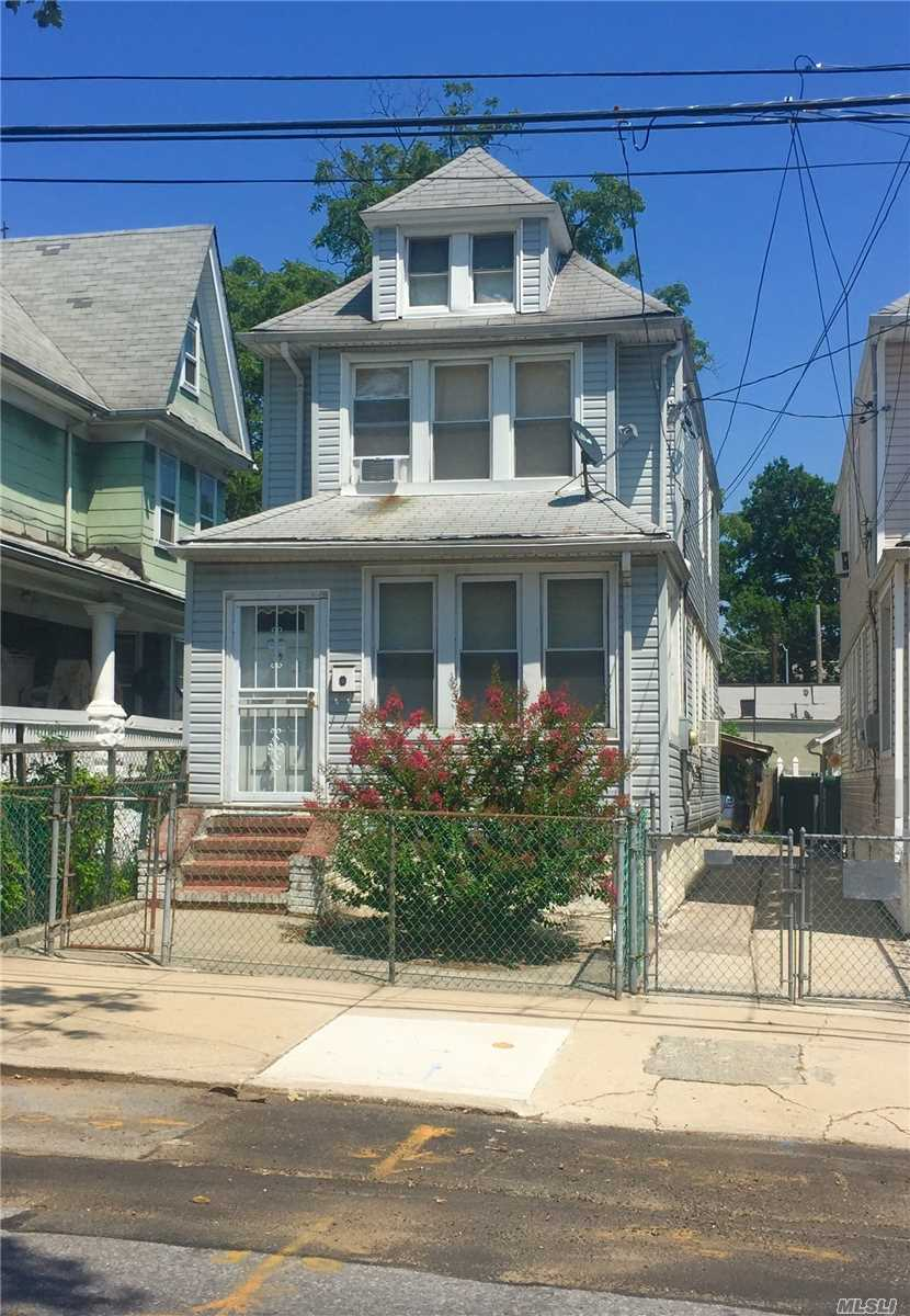 Photo of home for sale at 105-69 135 St, Richmond Hill NY