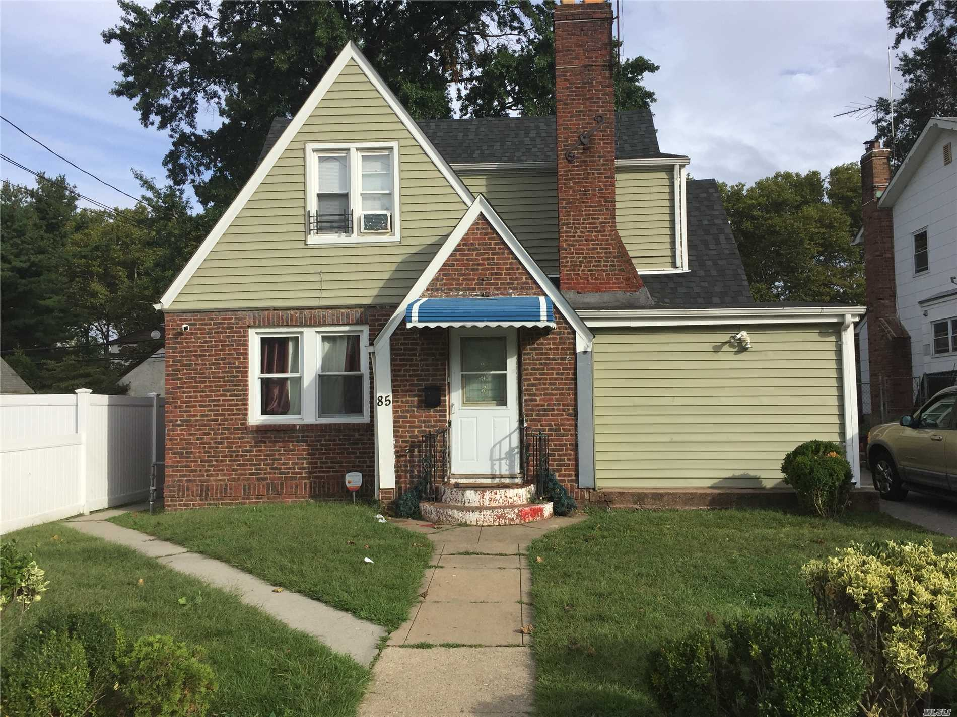 Photo of home for sale at 85 Wellington St, Hempstead NY