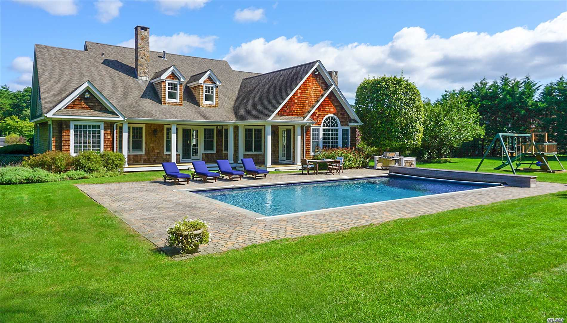 Photo of home for sale at 22 Post Fields Ln, Quogue NY