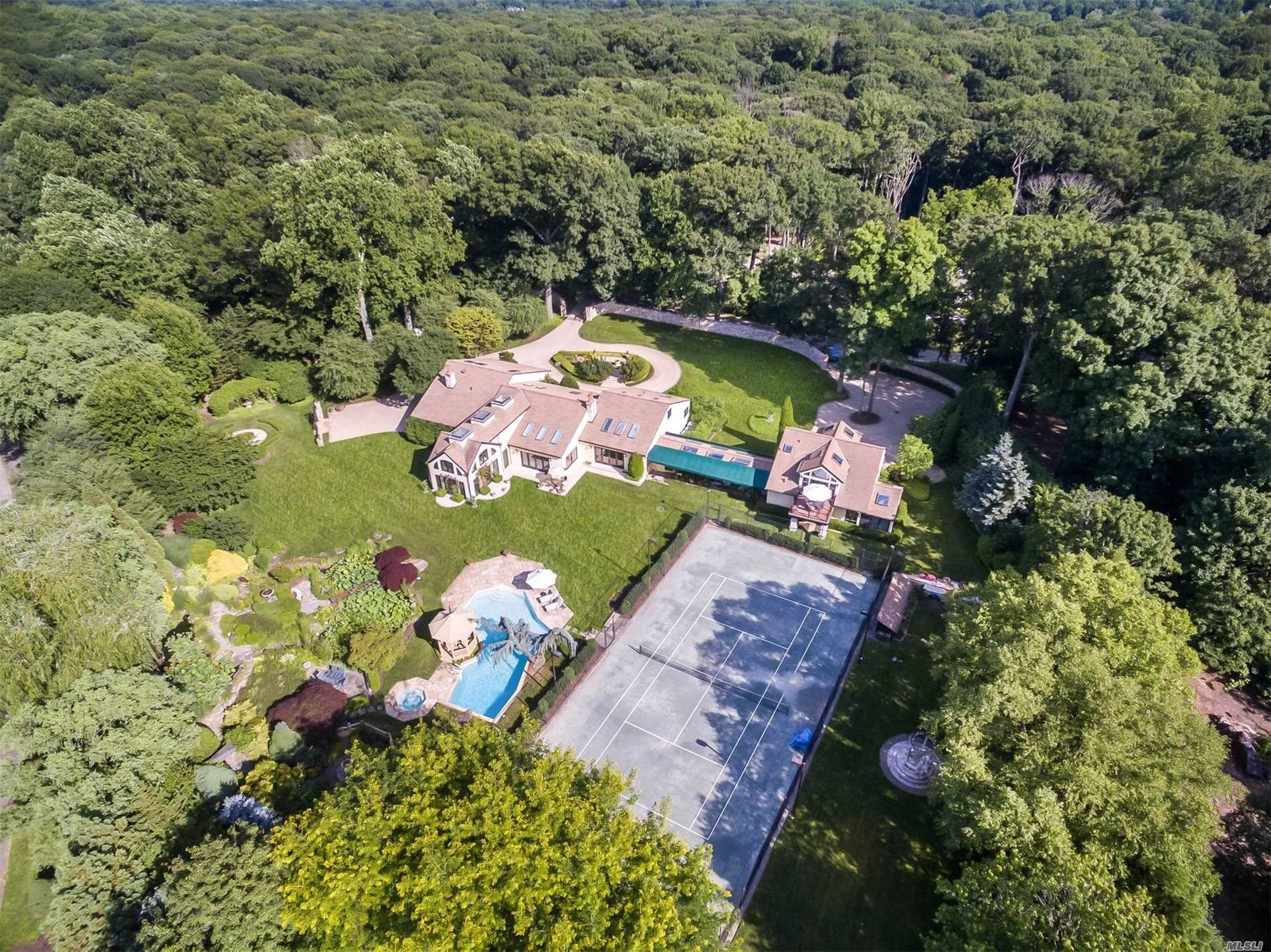 Photo of home for sale at 4 Mallard Dr, Lloyd Neck NY