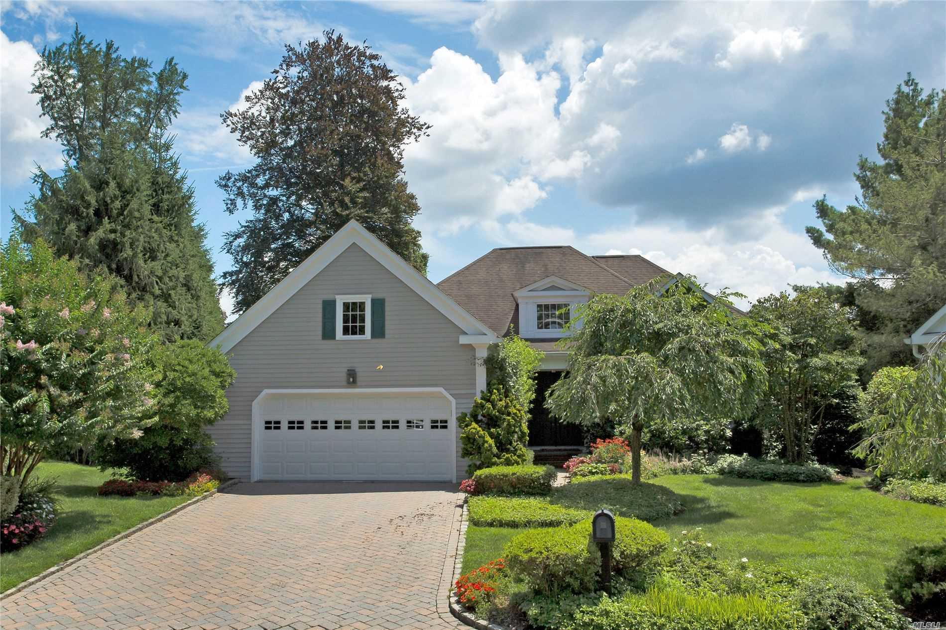 Property for sale at 5 Overlook Cir, Manhasset,  New York 11030