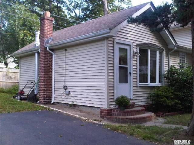 Photo of home for sale at 106 Jayne St, Port Jefferson NY