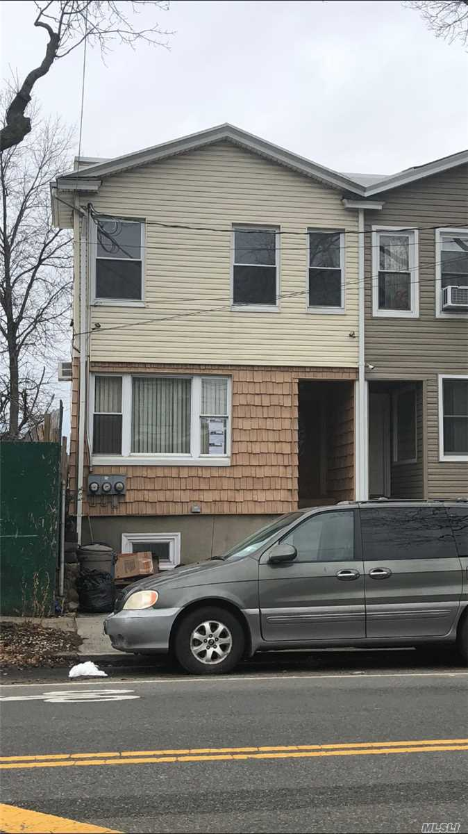 Photo of home for sale at 66-54 69 Street, Middle Village NY