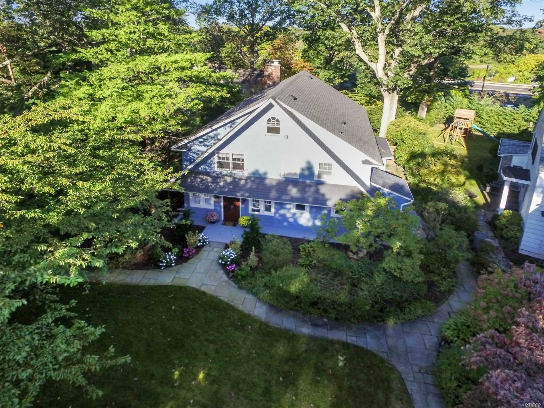 Photo of home for sale at 136 Broadway, Rockville Centre NY