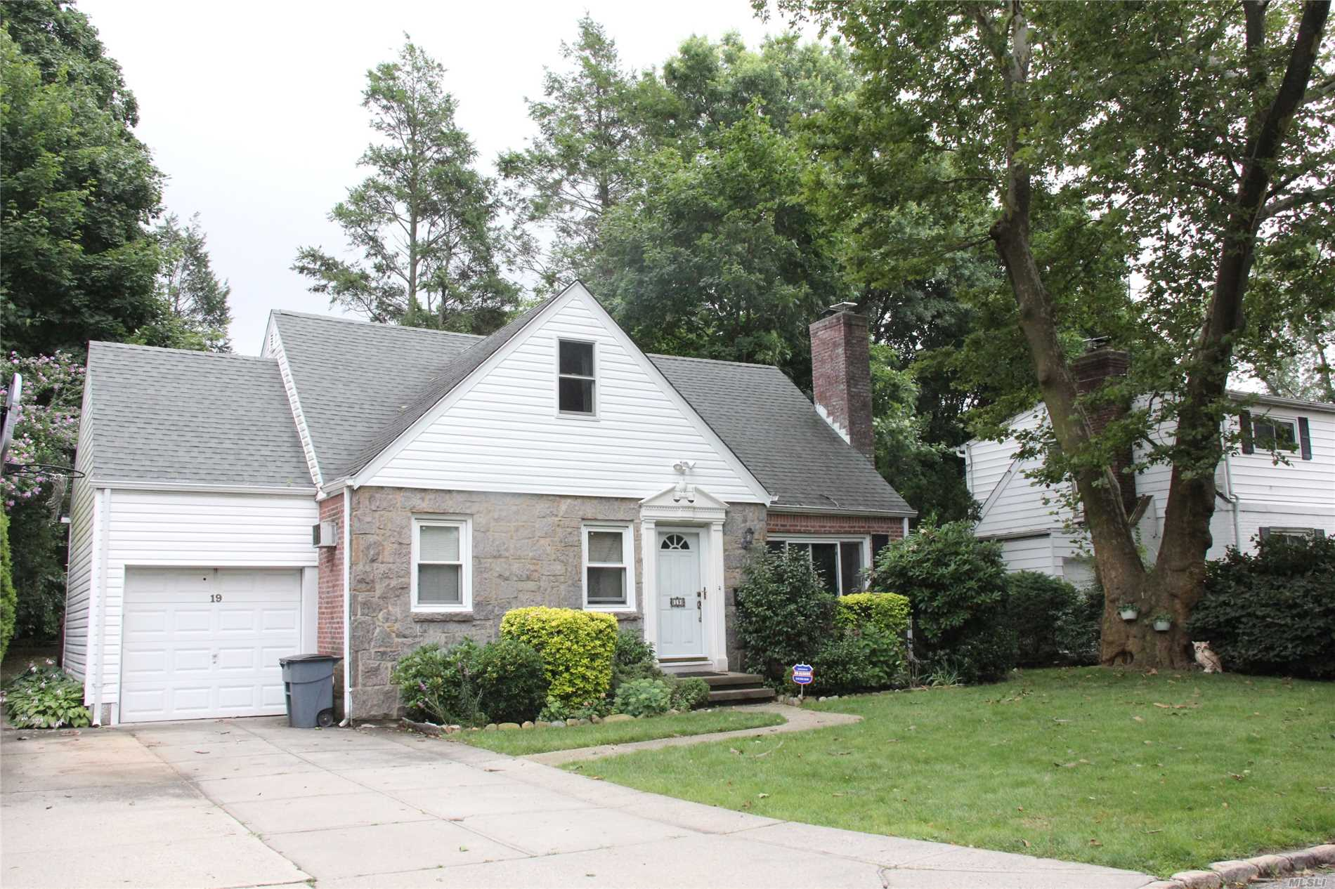 Property for sale at Great Neck,  New York 11020