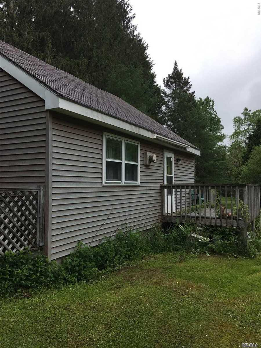 Photo of home for sale at 101 Hutchinson Ln, Hamden NY