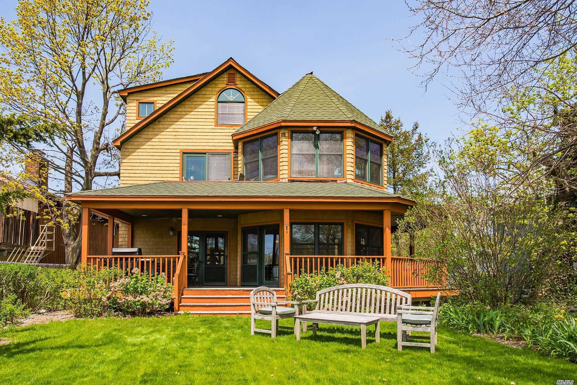 Photo of home for sale at 37 Quincy Ave, Bayville NY