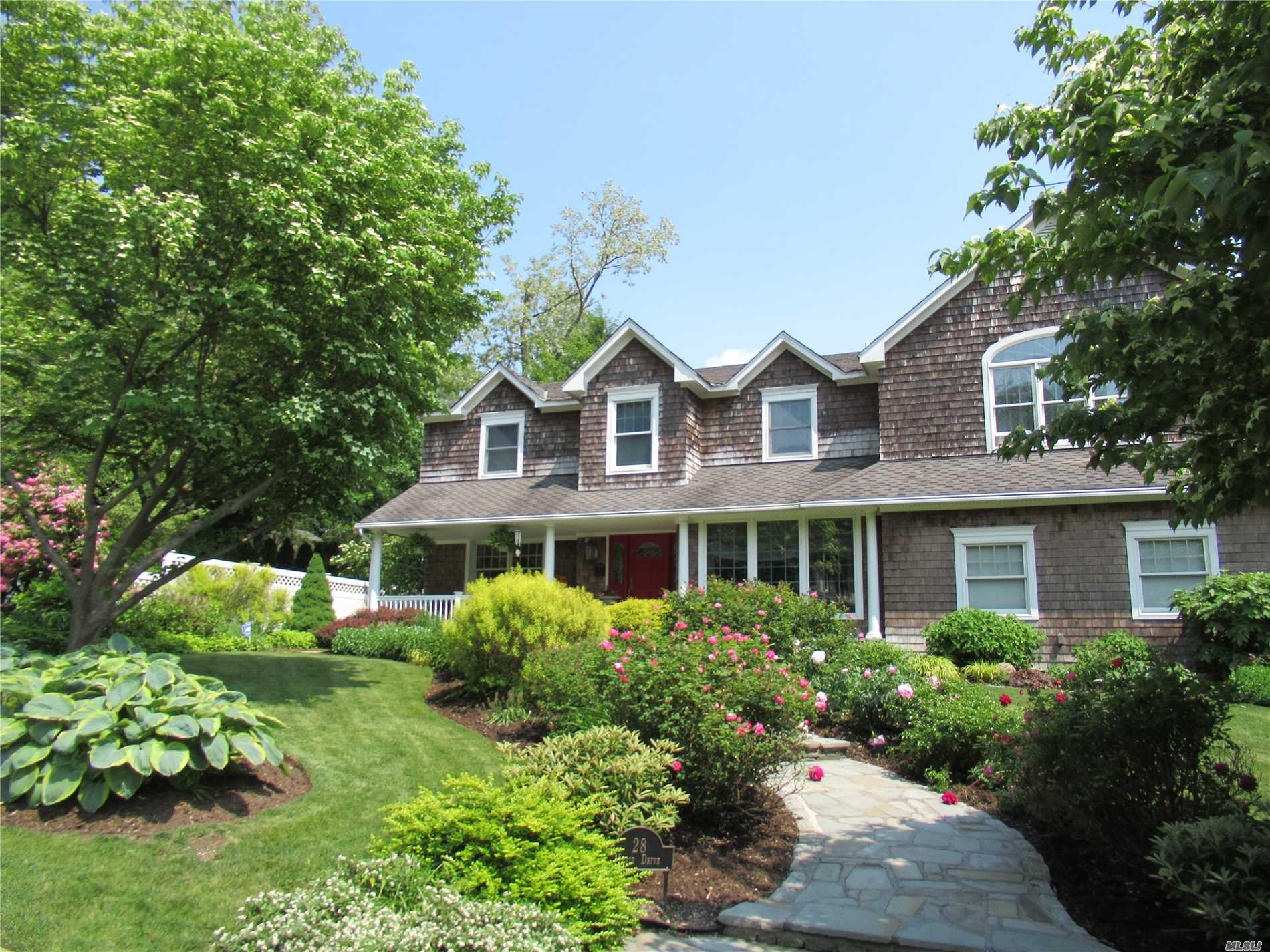 Photo of home for sale at 28 Marie Dr, Huntington NY