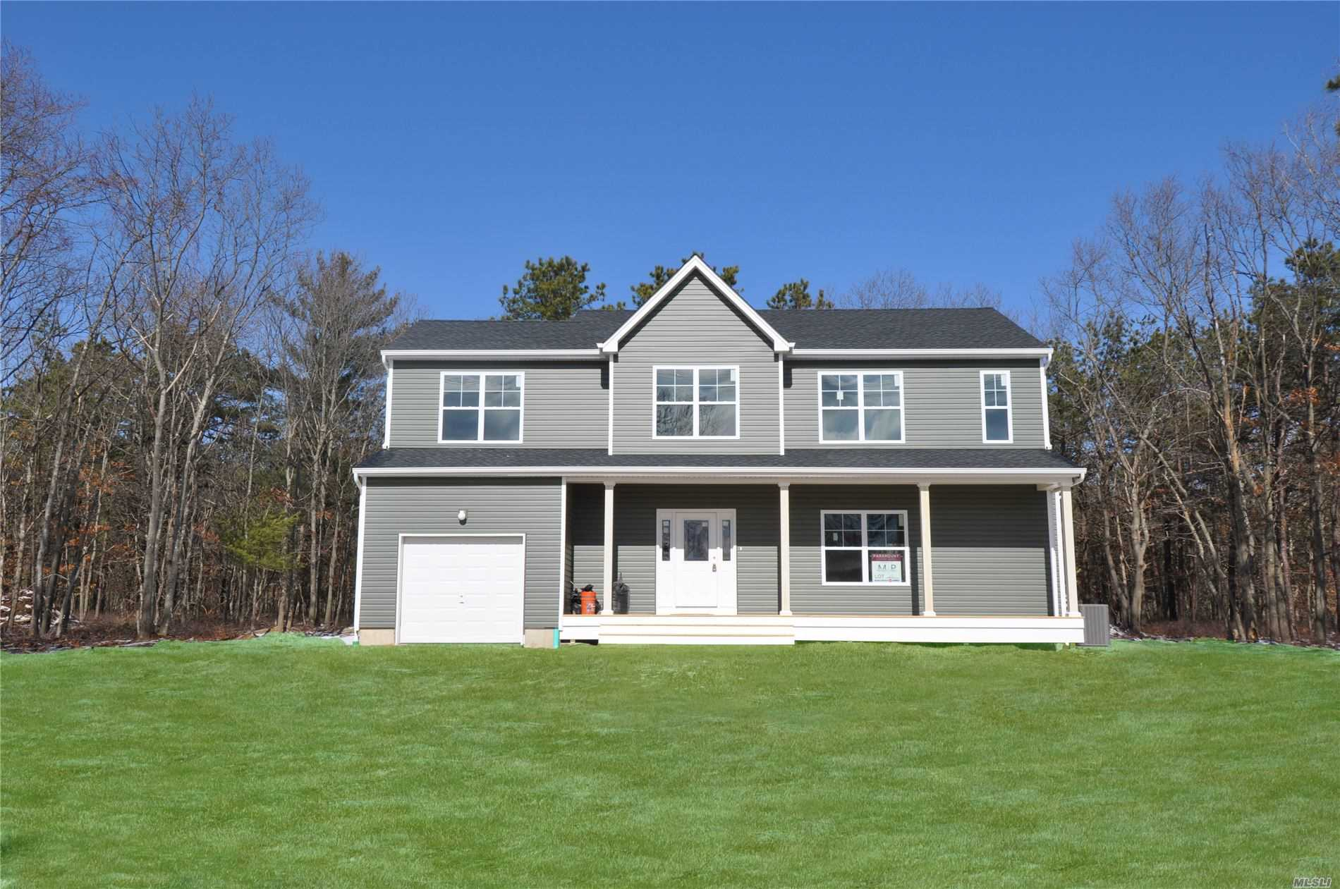 Photo of home for sale at 1503 Fire Ave, Medford NY