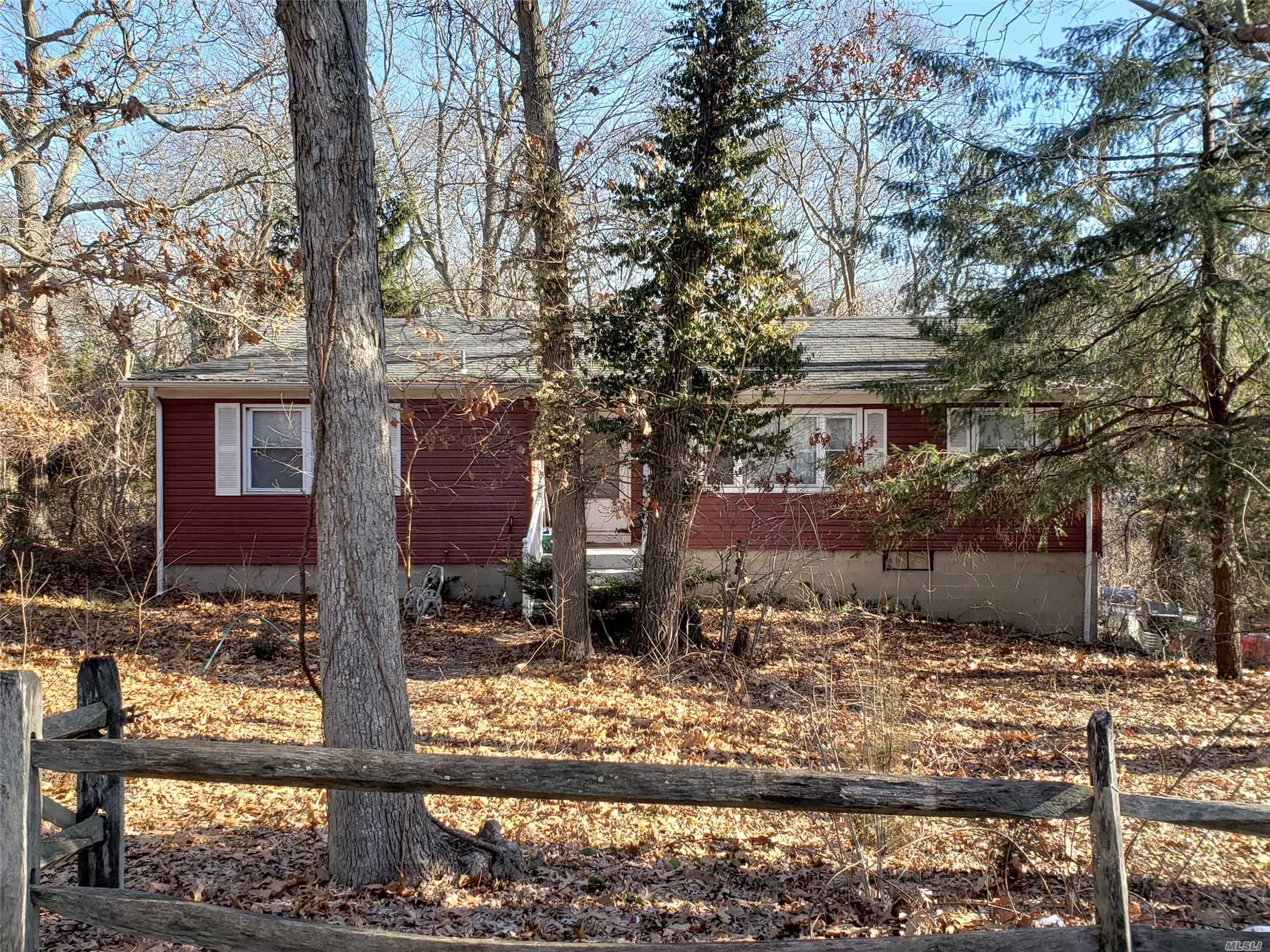 Photo of home for sale at 61 Plymouth Blvd, Smithtown NY