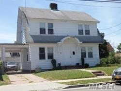 Photo of home for sale at 11 Tennessee Ave, Hempstead NY