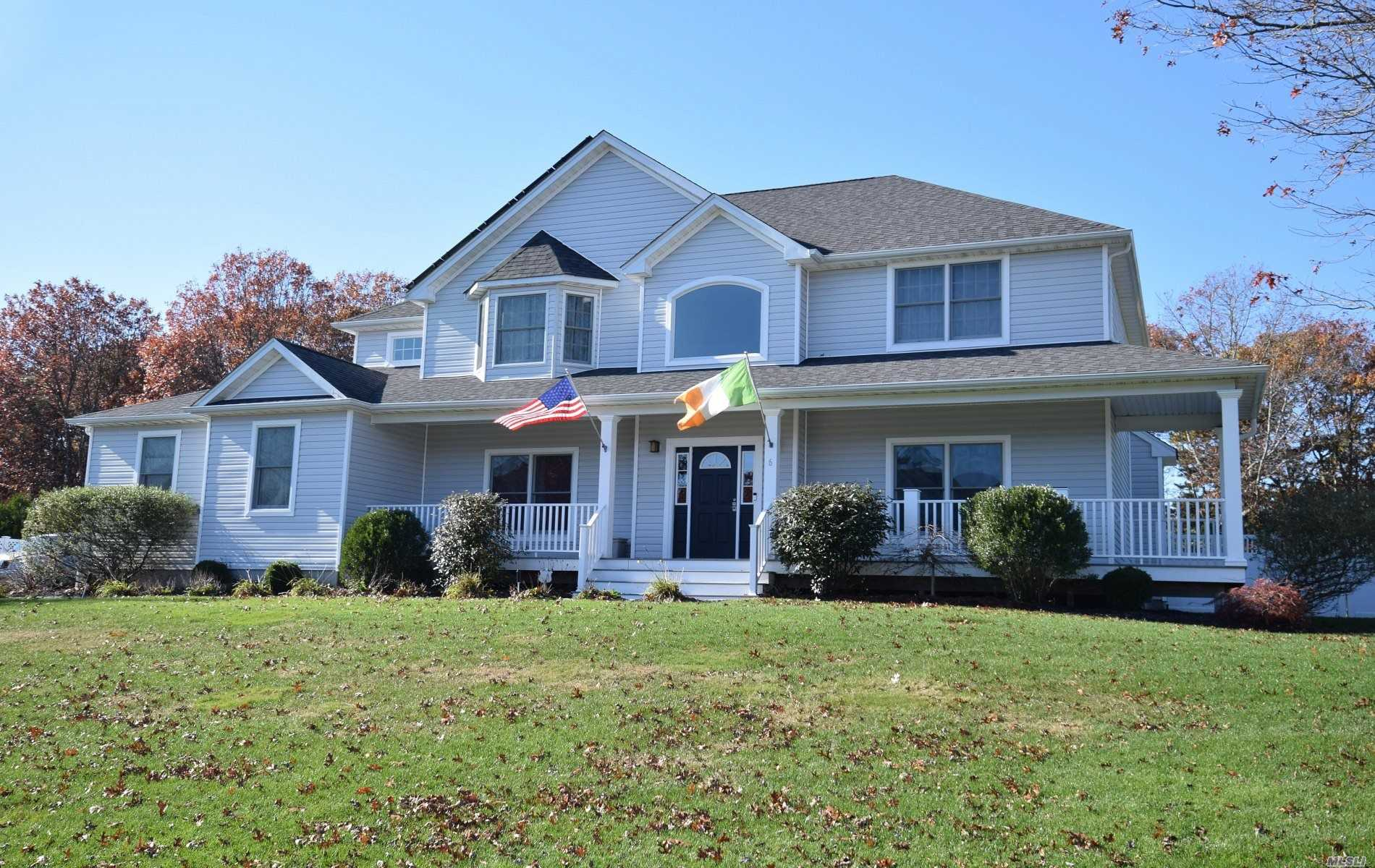 Photo of home for sale at 6 Boisenberry Ln, Center Moriches NY