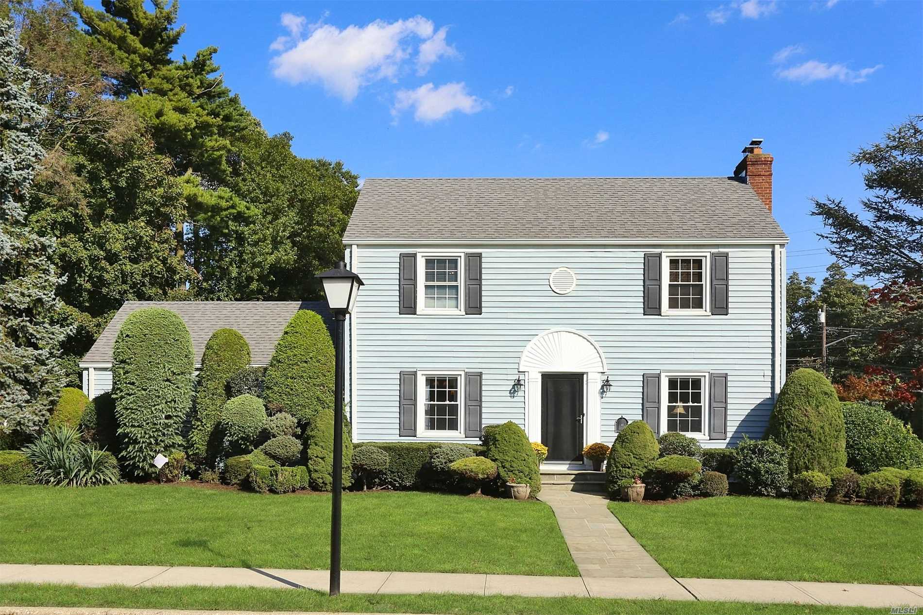 Photo of home for sale at 48 Bedell Ave, Hempstead NY