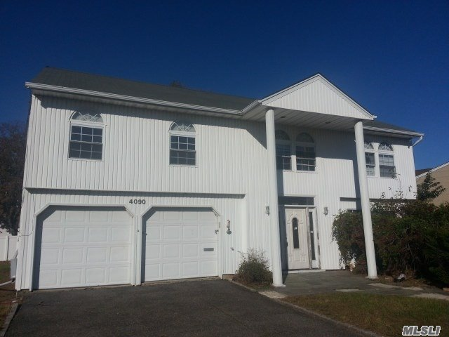 Photo of home for sale at 4090 Greentree Dr, Oceanside NY