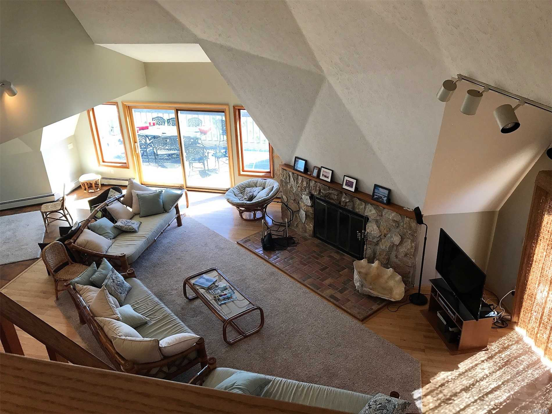 Photo of home for sale at 560 Wampum Way, Southold NY
