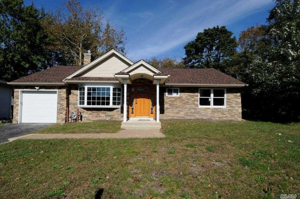 Photo of home for sale at 277 Haypath Rd, Old Bethpage NY