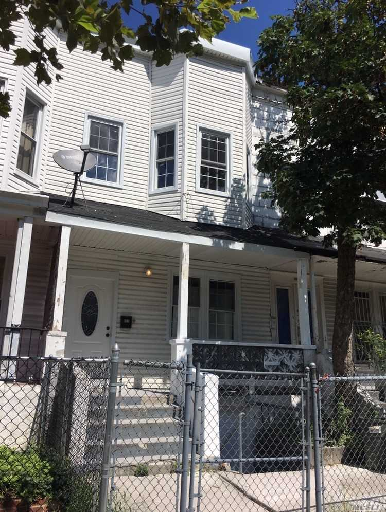 Photo of home for sale at 817 Elsmere Place, Bronx NY