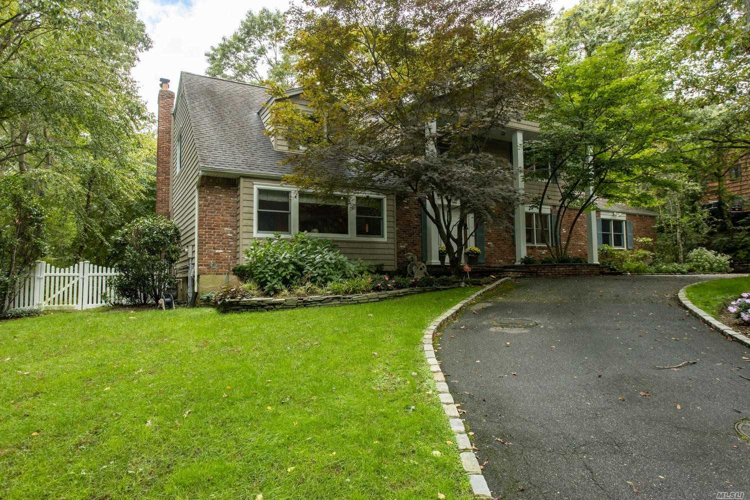 Property for sale at 1 Cascade Ct, Dix Hills,  New York 11746