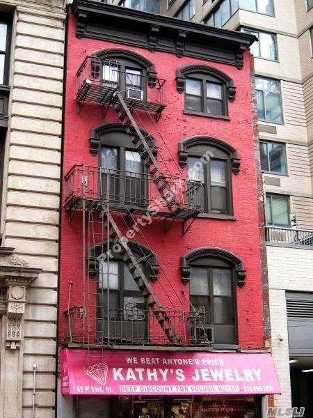 Photo of home for sale at 52 28 St W, Manhattan NY
