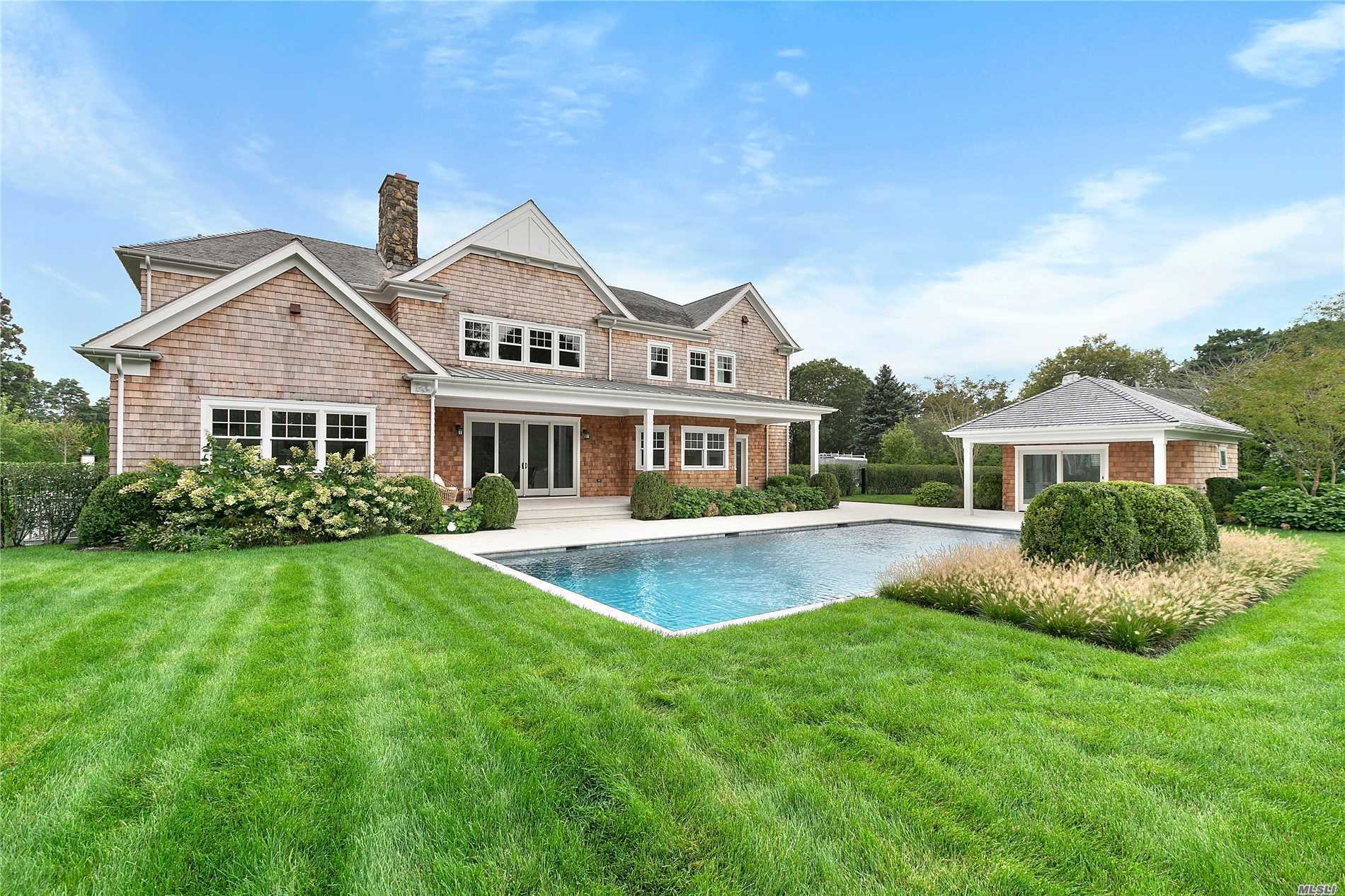 Photo of home for sale at 21 Aberdeen Ln, Southampton NY