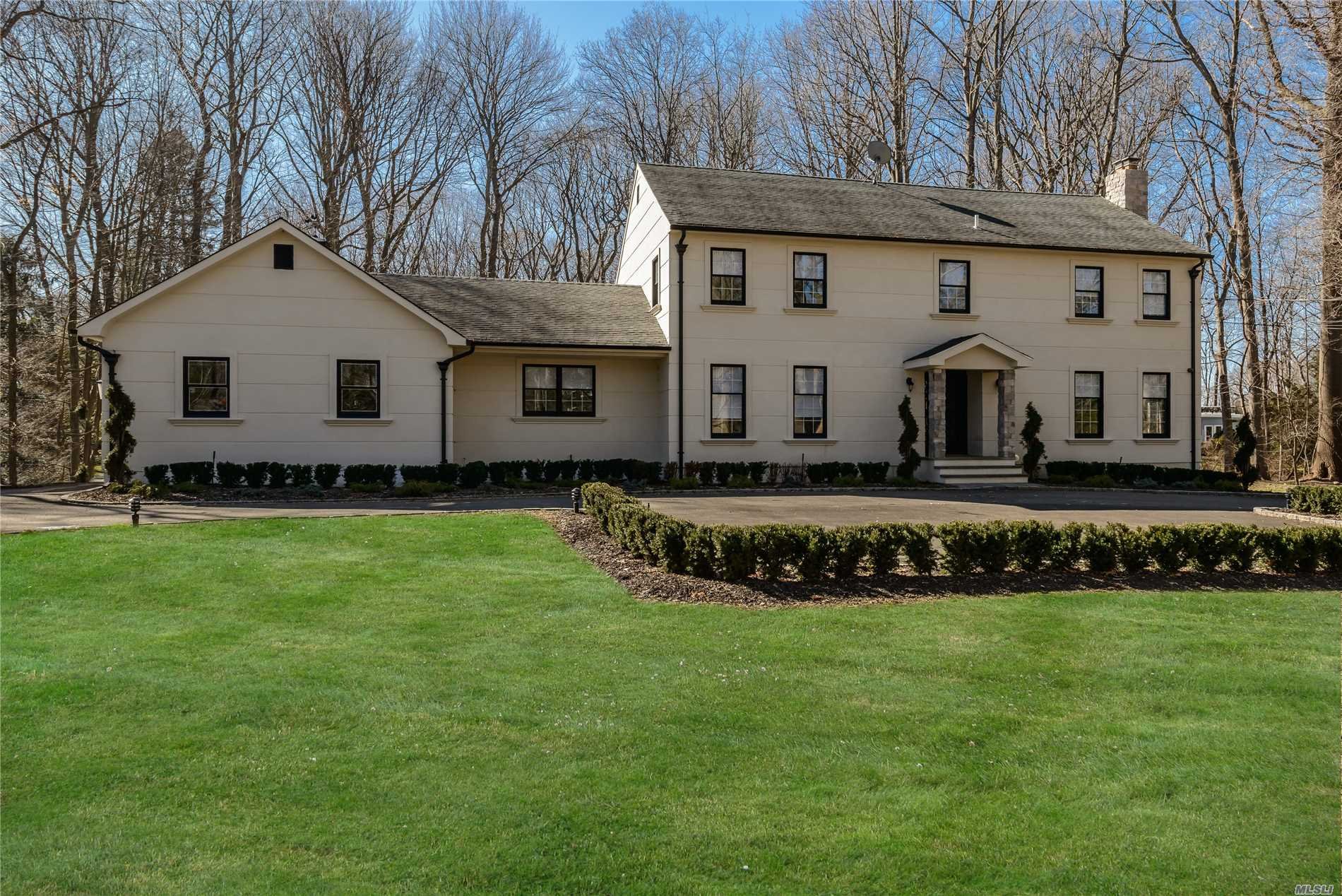 Photo of home for sale at 17 Woodland Ln, Old Brookville NY