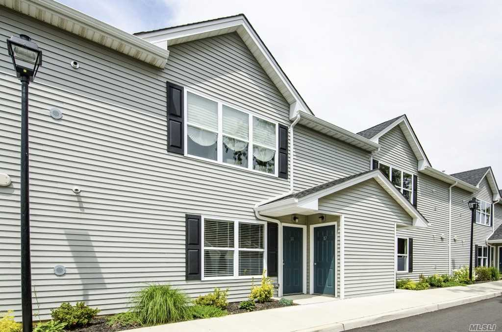 Photo of home for sale at 2870 Grand Ave, Baldwin NY