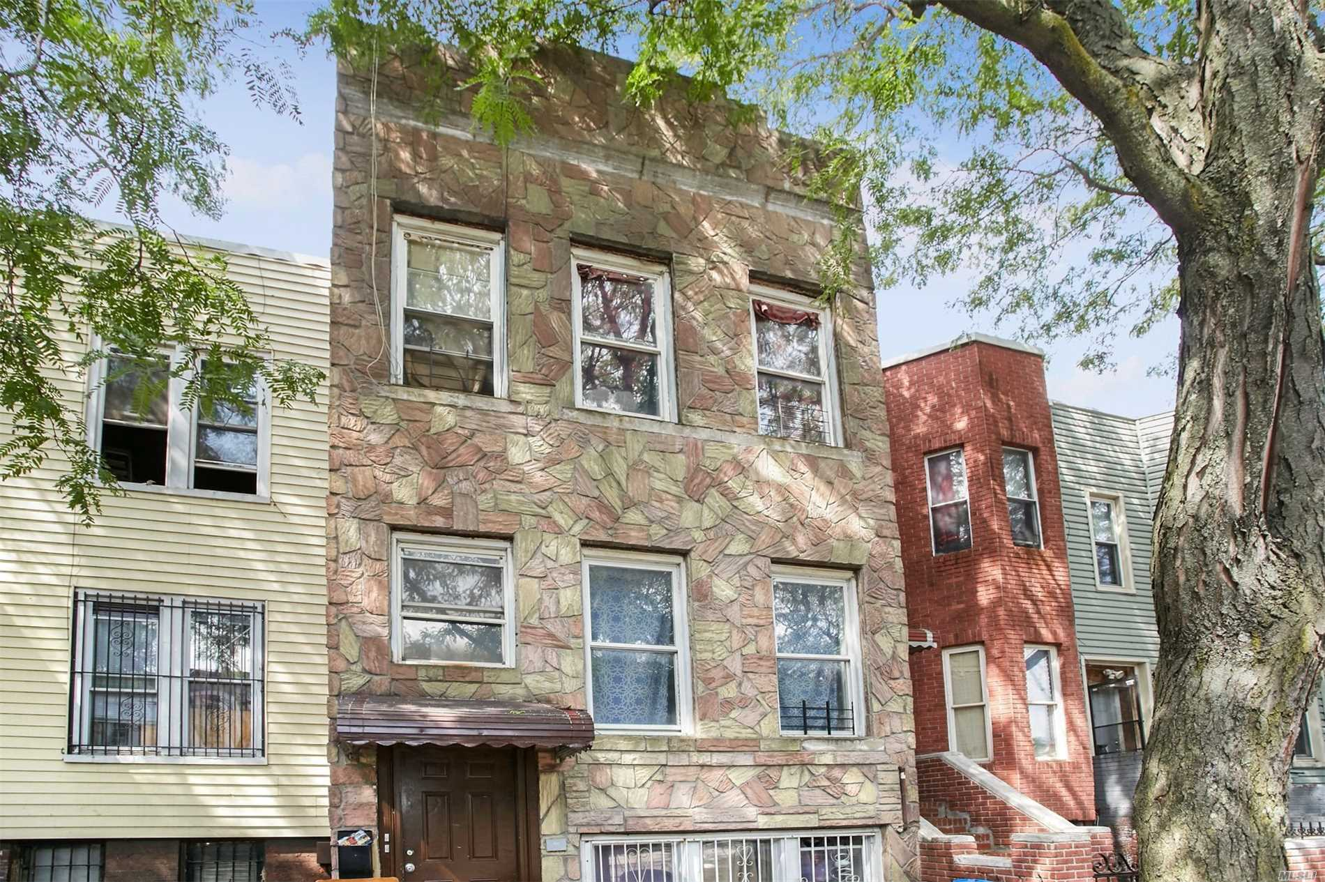 Photo of home for sale at 6 Jardine Pl, Brooklyn NY