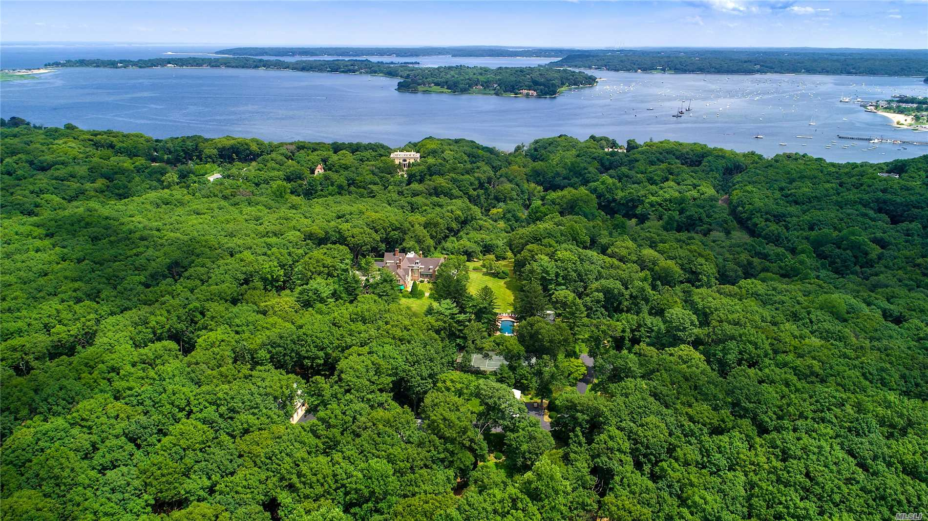 Photo of home for sale at 222 Laurel Hill, Mill Neck NY