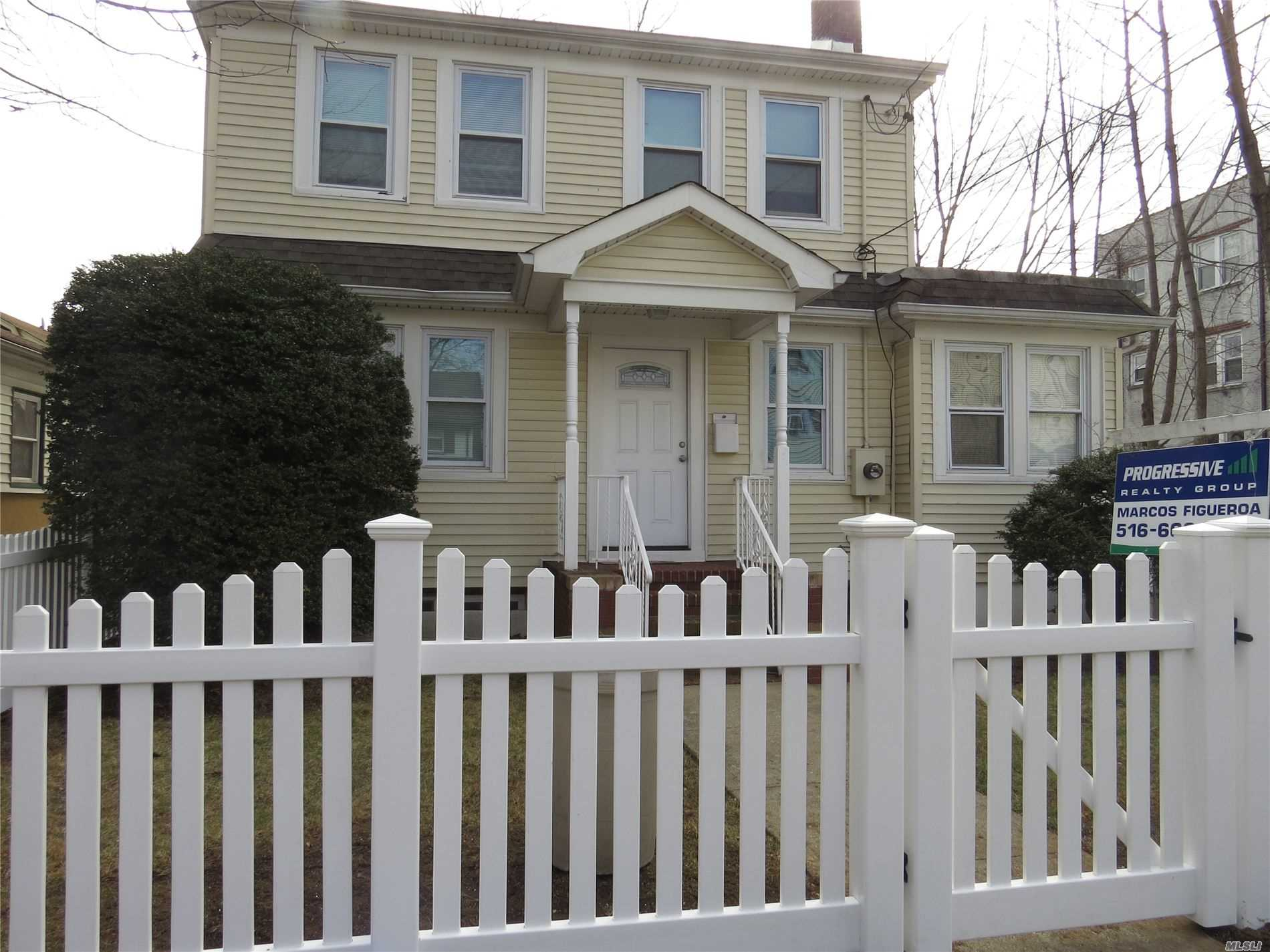 Photo of home for sale at 14 Lincoln Blvd, Hempstead NY