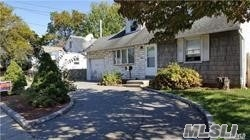 Photo of home for sale at 1810 Prospect Ave, East Meadow NY