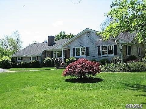 Photo of home for sale at 760 Cases Lane Ext, Cutchogue NY