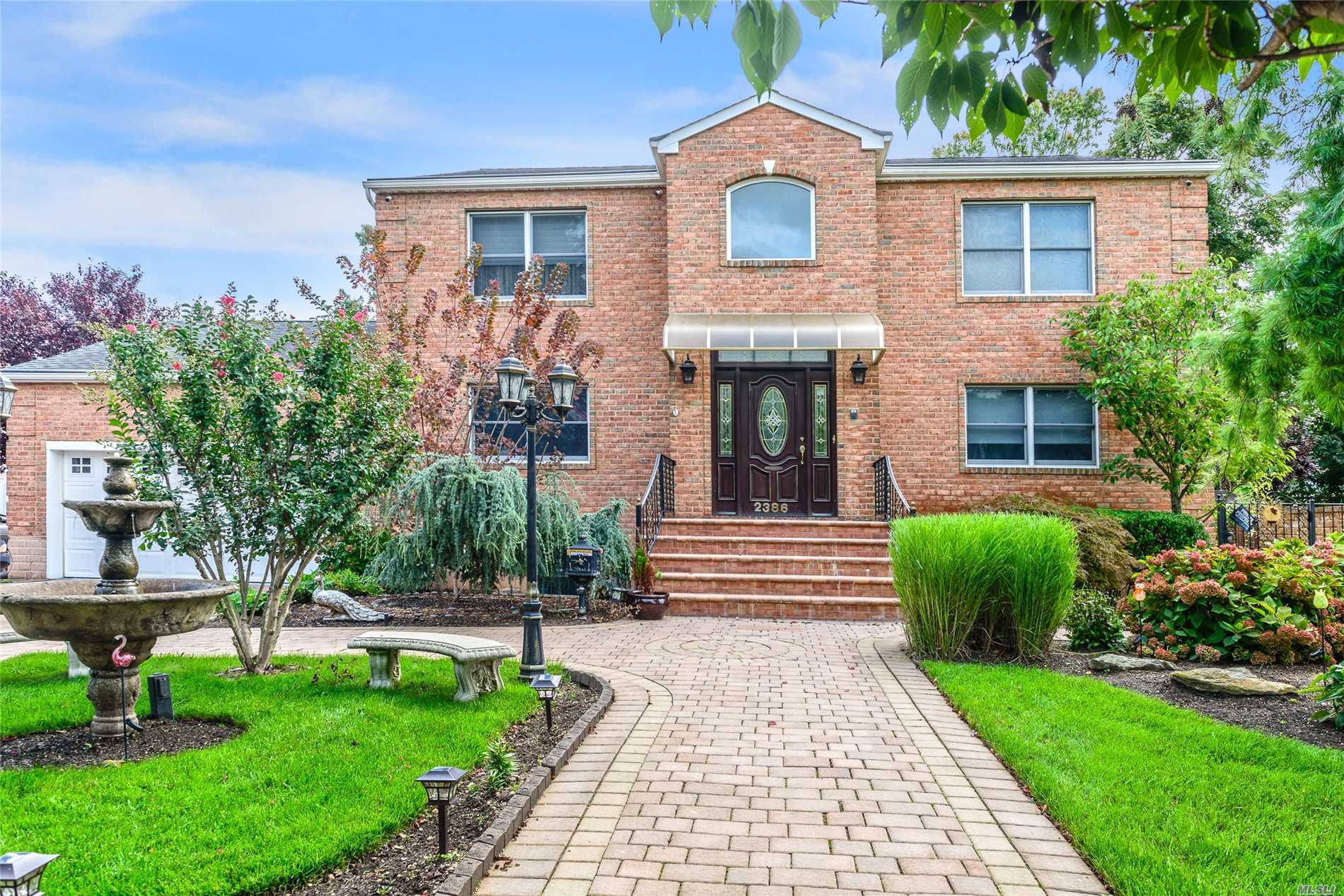 Photo of home for sale at 2386 Elk Ct, Bellmore NY