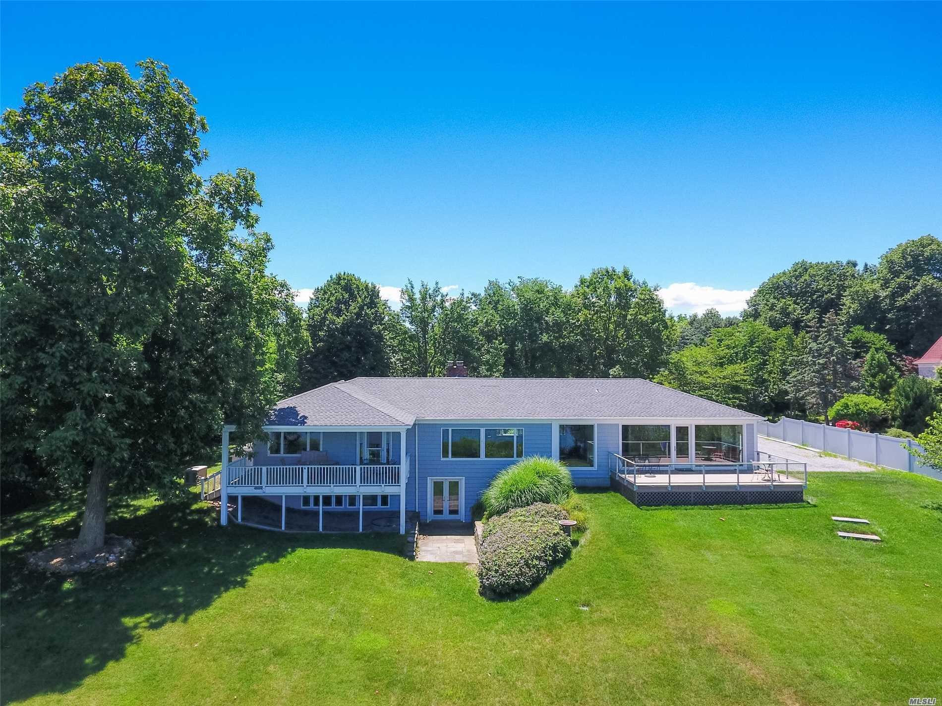 Photo of home for sale at 106 Van Brunt Manor Rd, Setauket NY
