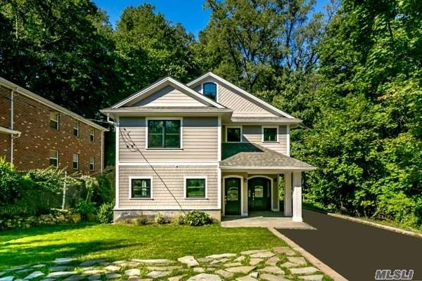 Photo of home for sale at 485 Community Dr, Manhasset NY