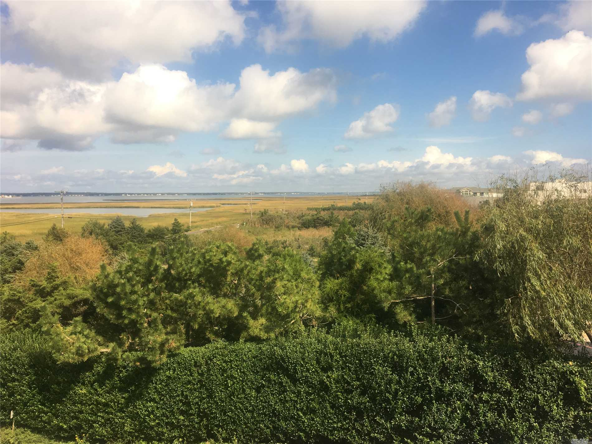 Photo of home for sale at 101 Dune Rd, East Quogue NY