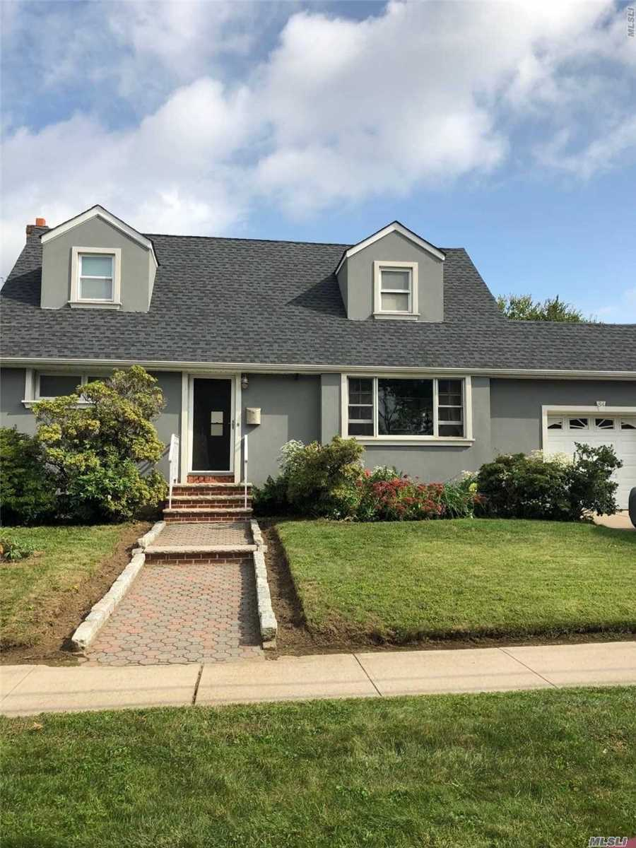 Photo of home for sale at 84 Pierson Ave, Hempstead NY