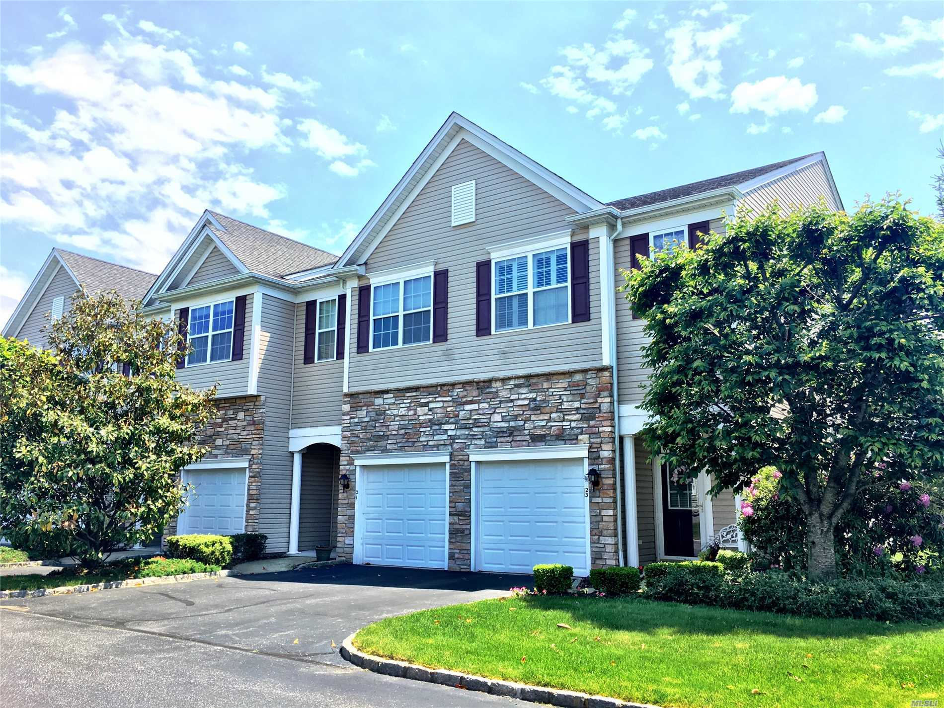 Property for sale at 21 Virginia Pine Ln, Bay Shore,  NY 11706