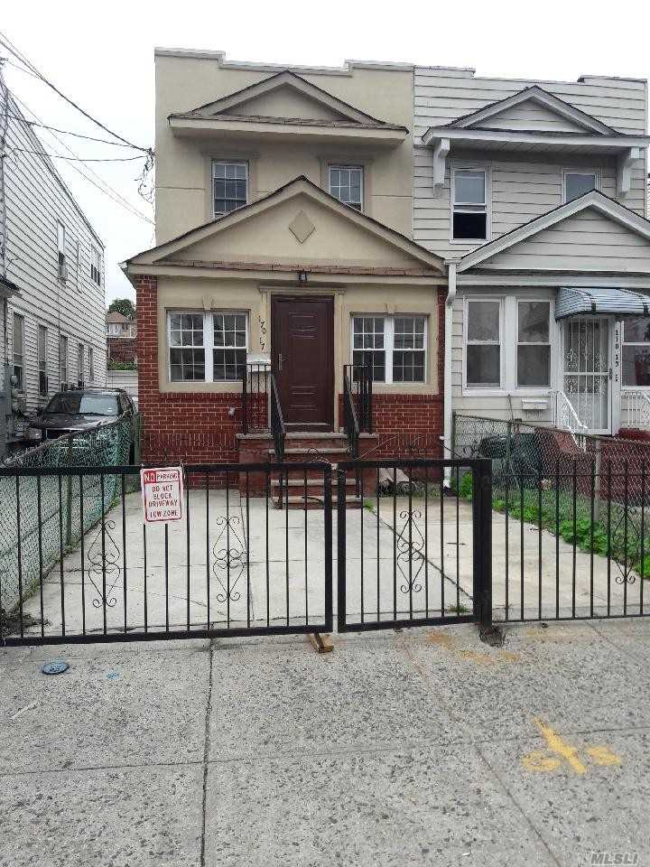 Photo of home for sale at 170-17 88 Ave, Jamaica NY