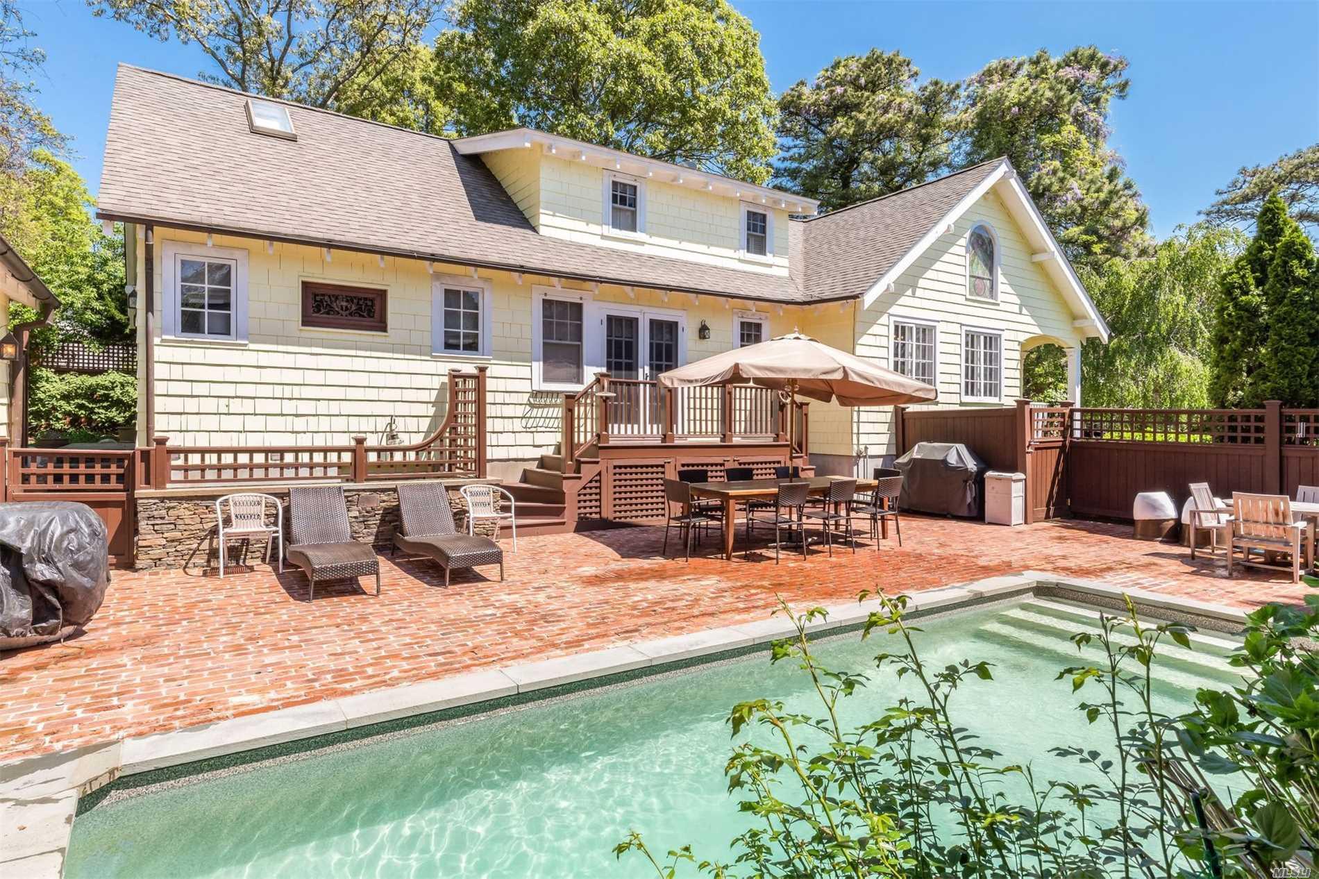 Photo of home for sale at 7 Shinnecock Pl, Hampton Bays NY