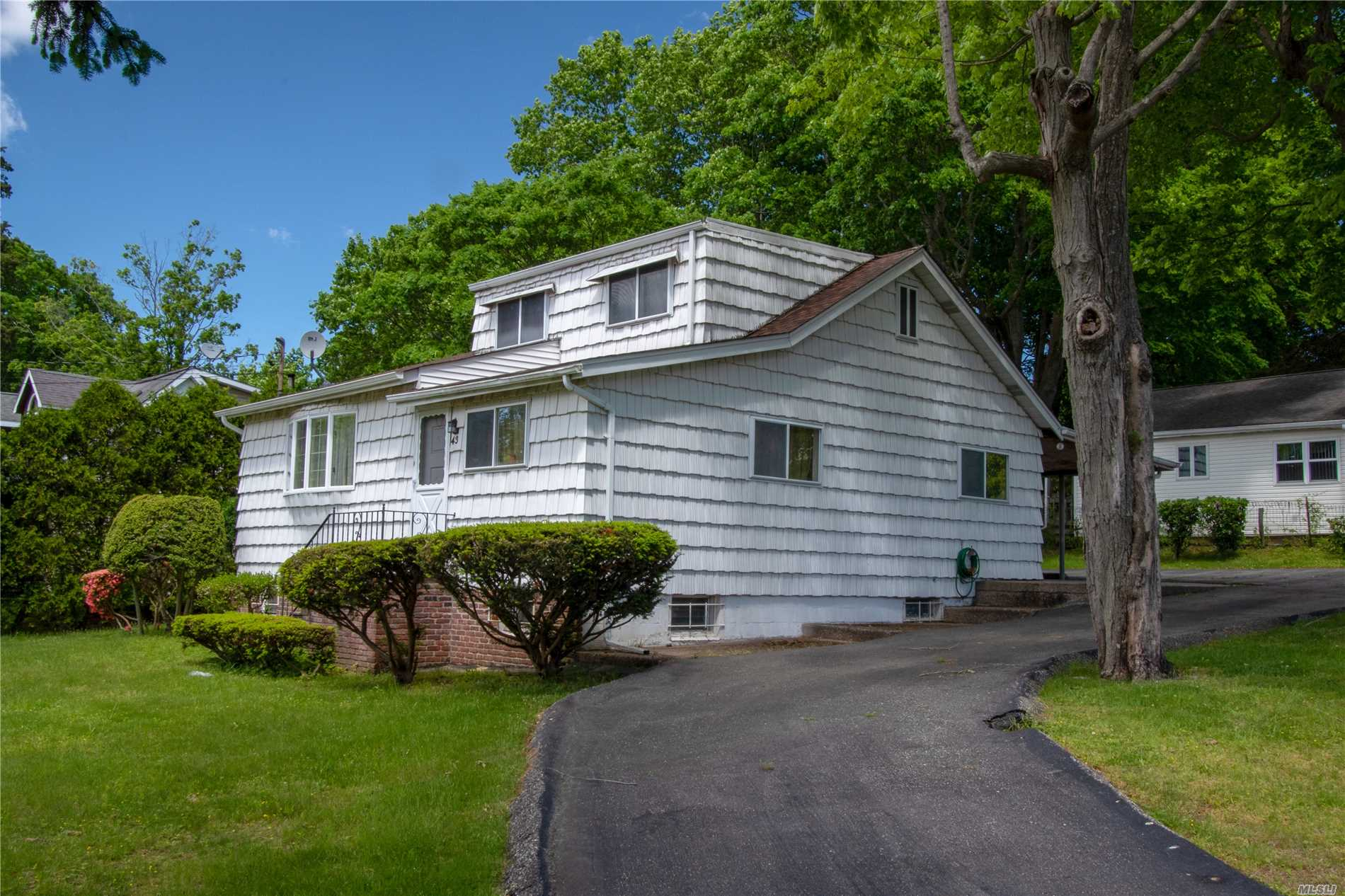 Photo of home for sale at 43 Hollis Dr, Sound Beach NY