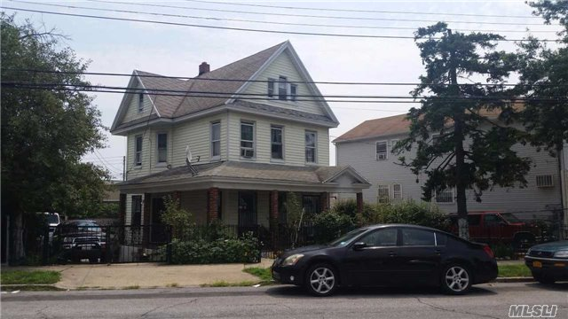 Photo of home for sale at 146-11 Farmers Blvd, Jamaica NY