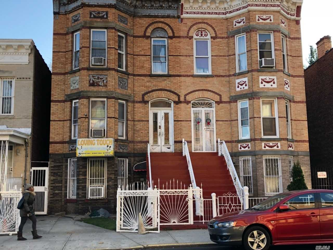 Photo of home for sale at 22 Duryea Pl, Brooklyn NY