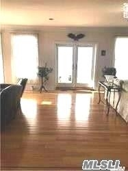 Photo of home for sale at 5 White Cap Ct, Bayville NY