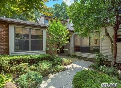 Property for sale at 129 Eagles Cres, Manhasset,  NY 11030